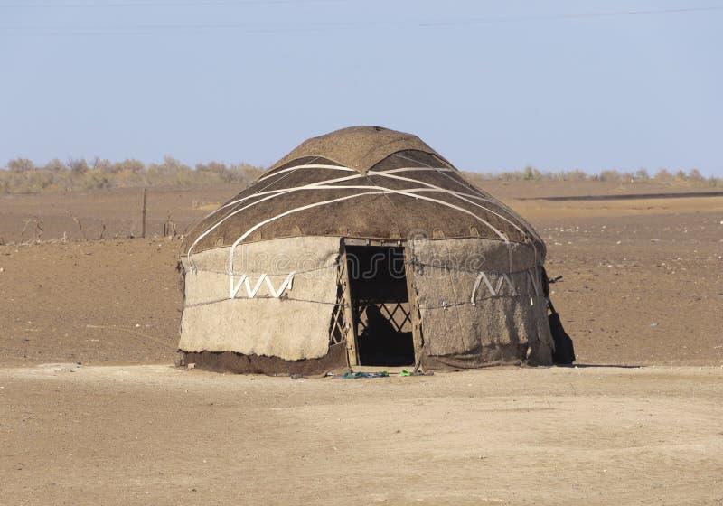 Yurt nel deserto di Kyzyl Kum fotografia stock