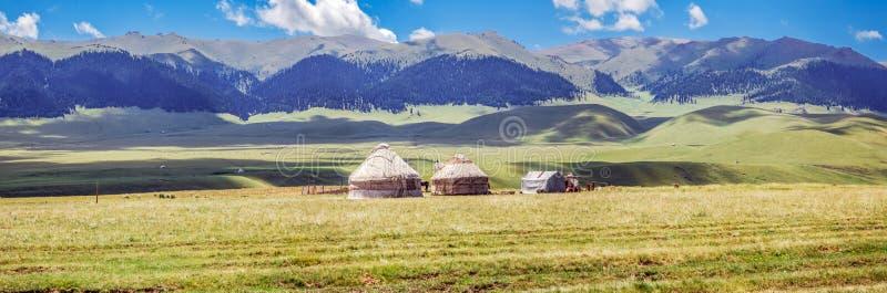 Yurt sul plateau della montagna di Assi Regione di Almaty, il Kazakistan fotografie stock libere da diritti