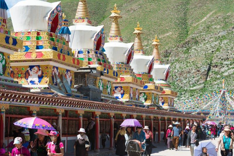 YUSHU () JYEKUNDO CHINY, Jul, - 12 2014: Mani świątynia (Mani Shicheng) zdjęcia royalty free