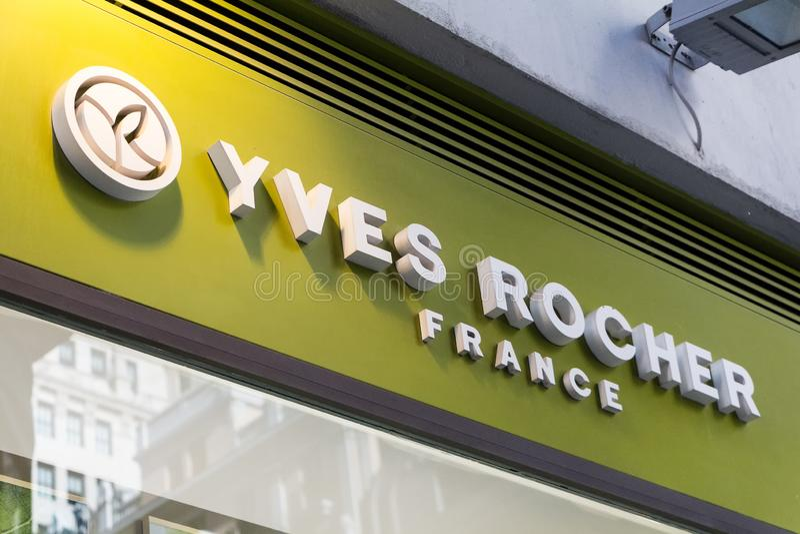 Yves Rocher-Logo auf Yves Rocher-Speicher stockbild