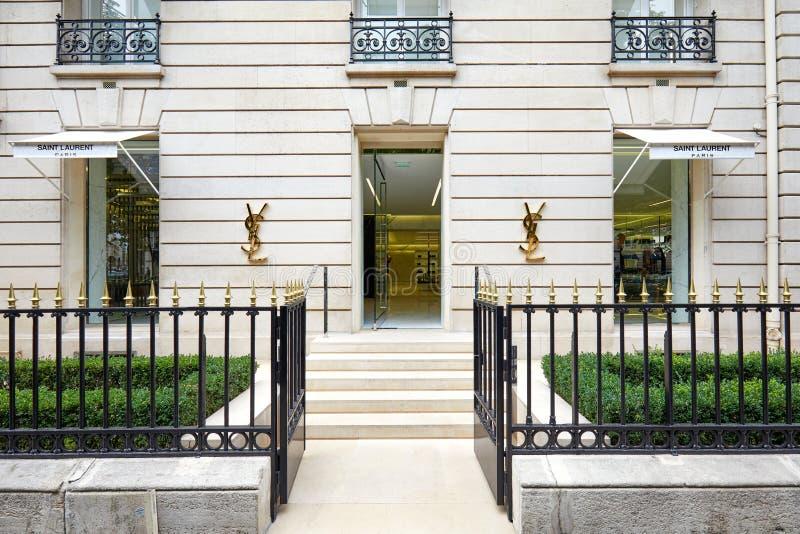 Yves Saint Laurent fasonuje luksusowego sklep w alei Montaigne w Paryż, Francja fotografia royalty free