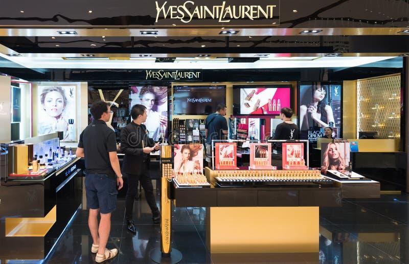 Yves Saint Laurent przechuje w Siam Paragon centrum handlowym, Bangkok obraz royalty free