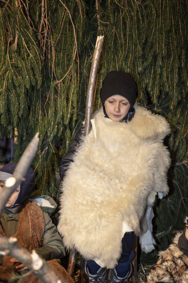 Żywa narodzenie jezusa scena bawić się lokalnymi mieszkanami Reenactment Jezusowy życie z antycznymi rzemiosłami i customs za A p fotografia royalty free