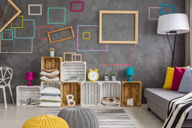 Żywy izbowy pełny dekoracje zdjęcia stock