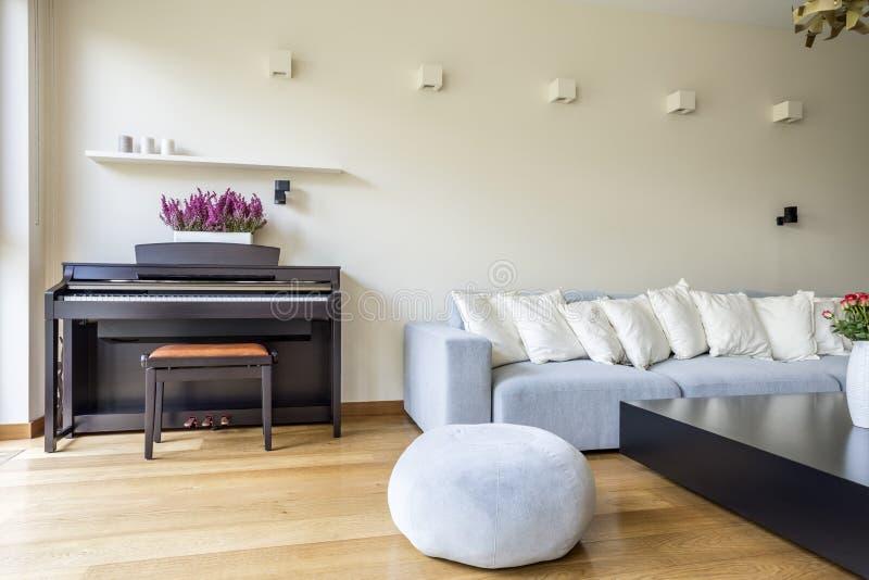 Żywy pokój z pianinem fotografia royalty free