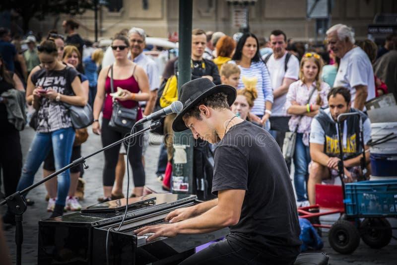 Żywy ulica koncert w placu w Praga fotografia royalty free