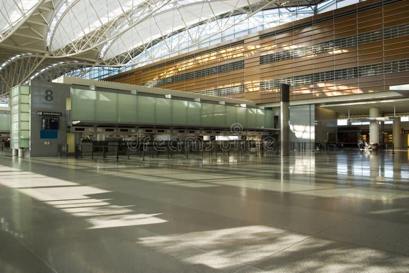 Zählwerk und Fußboden im Flughafen stockfotografie