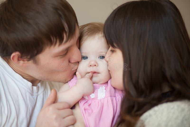 Zähne sind Schnittkonzept Mamma, Vati und Schätzchen lizenzfreie stockbilder