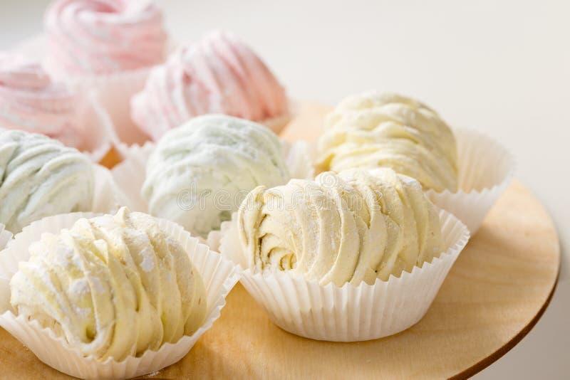 Zéfiro ou marshmallow caseiro colorido cor pastel imagens de stock royalty free