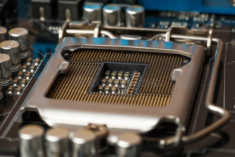 Zócalo para el procesador en placa de circuito Tecnología electrónica del hardware del microchip Placa madre impresa Digital Equi fotos de archivo libres de regalías