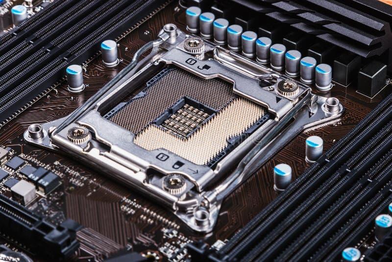 Zócalo y procesador de la CPU en la placa madre fotografía de archivo libre de regalías