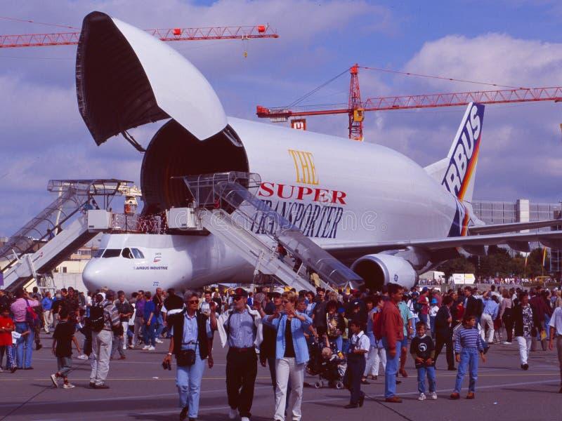 Zürich机场:许多人走向飞行表演 免版税库存图片