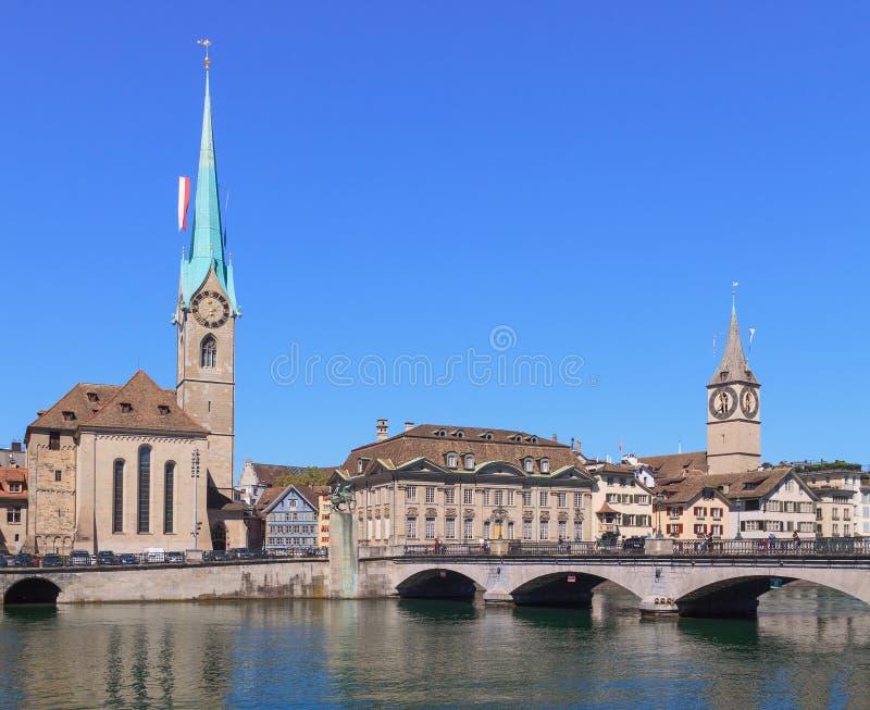 Zürich, Dame Minster und St. Peter Church stockfotos