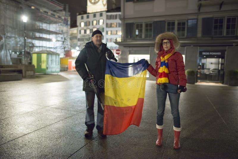 Zürich, am 5. Februar 2017 Protestieren Sie in Solidarität mit dem Protest gegen die Regierung in Bukarest lizenzfreie stockbilder