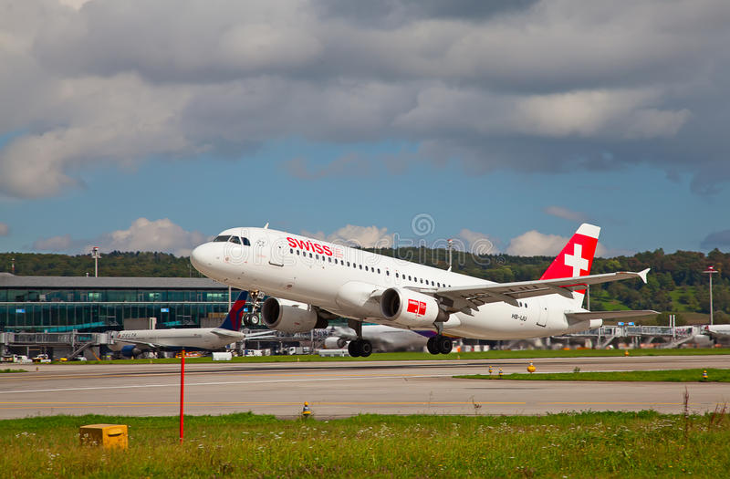 Zürich-Flughafen lizenzfreies stockbild