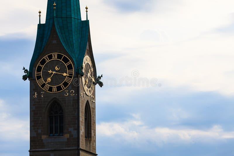 Zürich-Marksteine: das St. Peter Church, die Dame Minster (Deutscher lizenzfreies stockbild