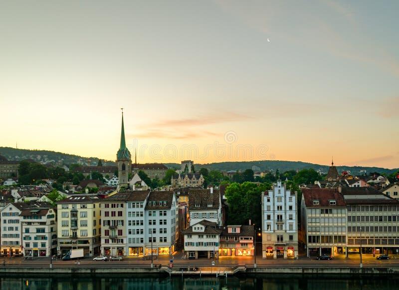 Zürich (Zwitserland), oude stad en Limmat-rivier stock fotografie