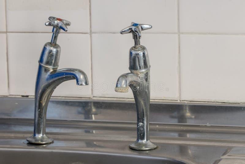 Zła instalacja wodnokanalizacyjna E Selekcyjna ostrość obrazy royalty free