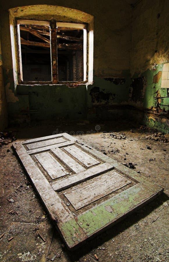 złamany drzwi stary piętra okno fotografia stock