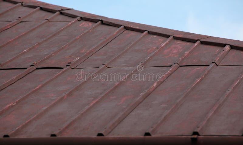 Złego stanu metalu dachu powierzchnia fotografia stock