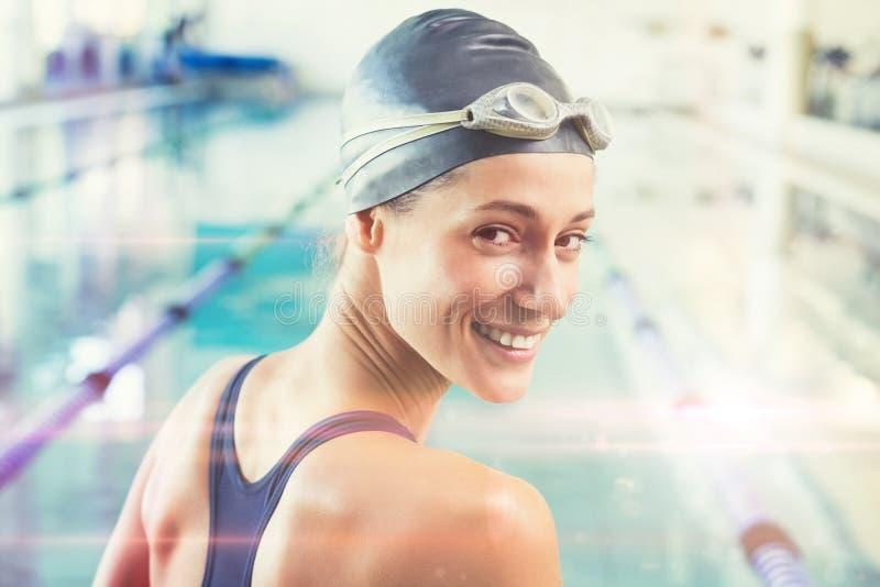 Złożony wizerunek ładna pływaczka basenem ono uśmiecha się przy kamerą zdjęcie royalty free