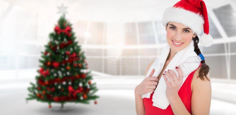 Złożony wizerunek świąteczna dysponowana brunetka ono uśmiecha się przy kamerą zdjęcie royalty free