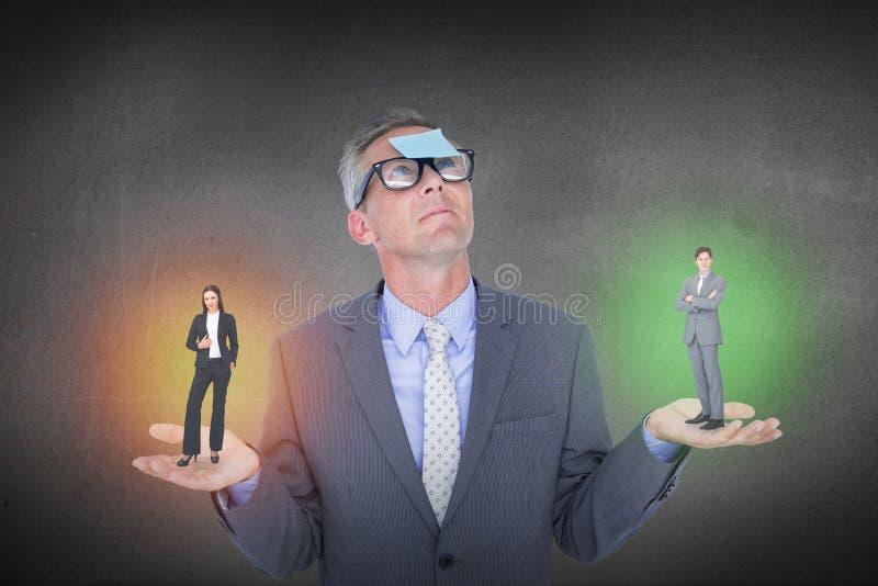 Złożony wizerunek asertoryczna biznesmen pozycja obraz stock