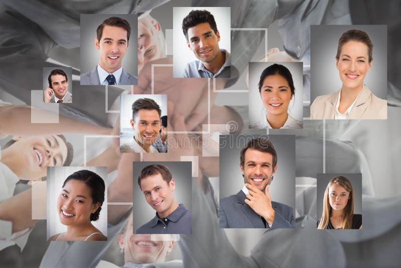 Złożony wizerunek biznes drużyny pozycja wręcza wpólnie obraz royalty free