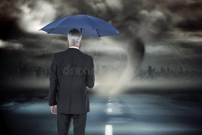 Złożony wizerunek biznesmena mienia parasol zdjęcia royalty free