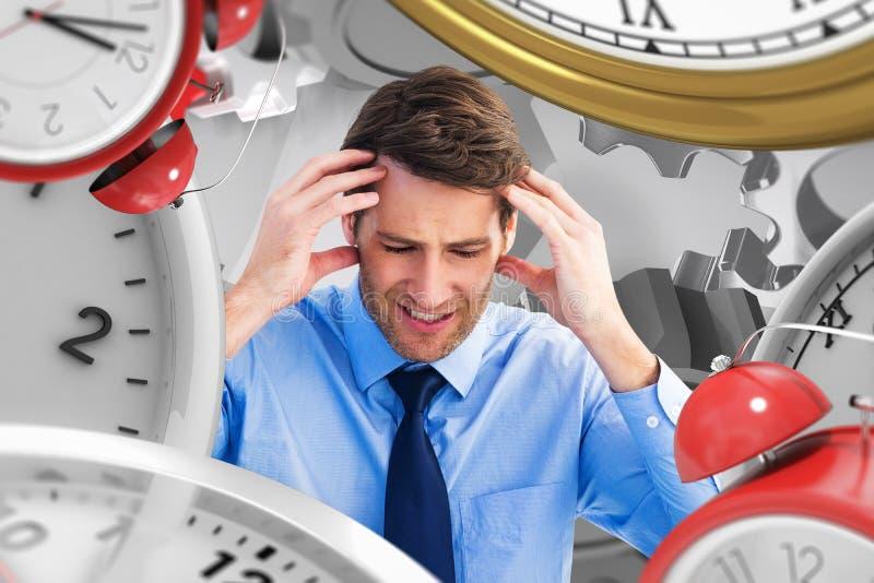 Złożony wizerunek biznesmena obsiadanie na podłoga z migreną zdjęcie royalty free