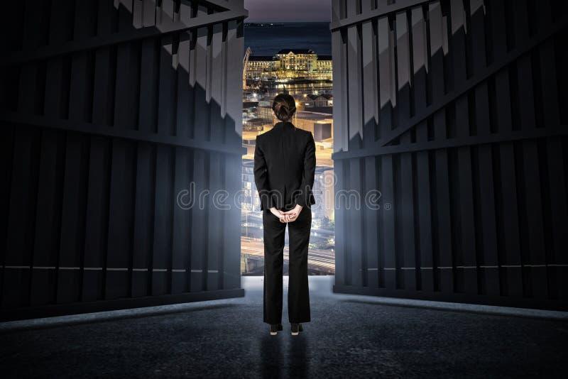 Złożony wizerunek bizneswoman pozycja z rękami za tylnym 3d zdjęcia stock