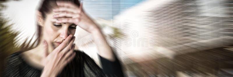 Złożony wizerunek chora kobieta z ręką na głowie obrazy royalty free