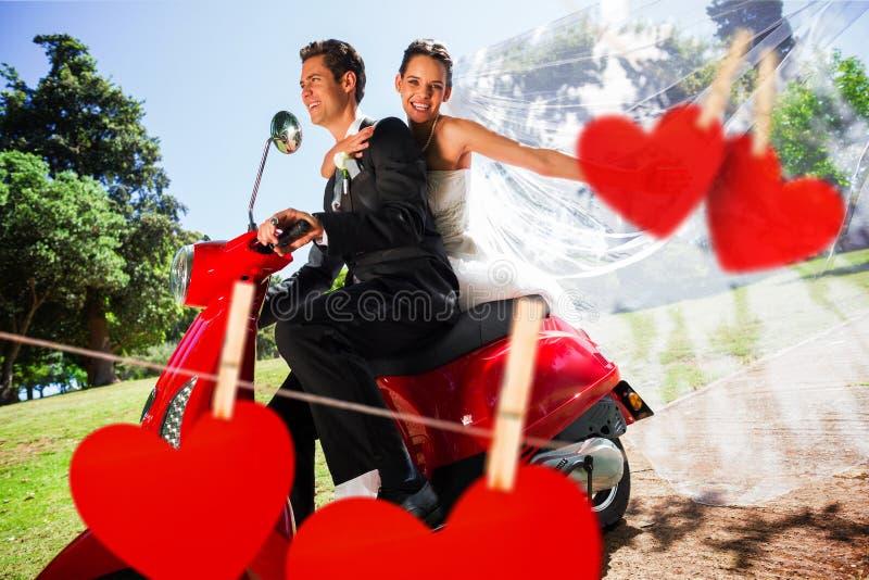 Złożony wizerunek cieszy się hulajnoga przejażdżkę nowożeńcy para fotografia stock