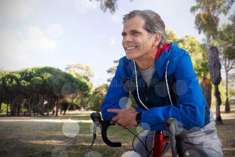 Złożony wizerunek cyfrowy złożony starszy mężczyzna z jego rowerem zdjęcia royalty free