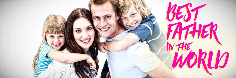 Złożony wizerunek daje piggyback ich childs szczęśliwy rodzic fotografia stock