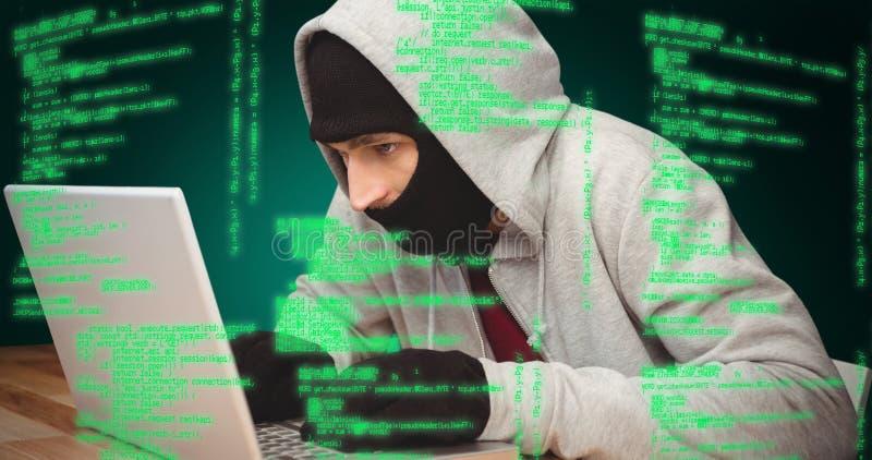 Złożony wizerunek hacker używa laptop zdjęcie stock