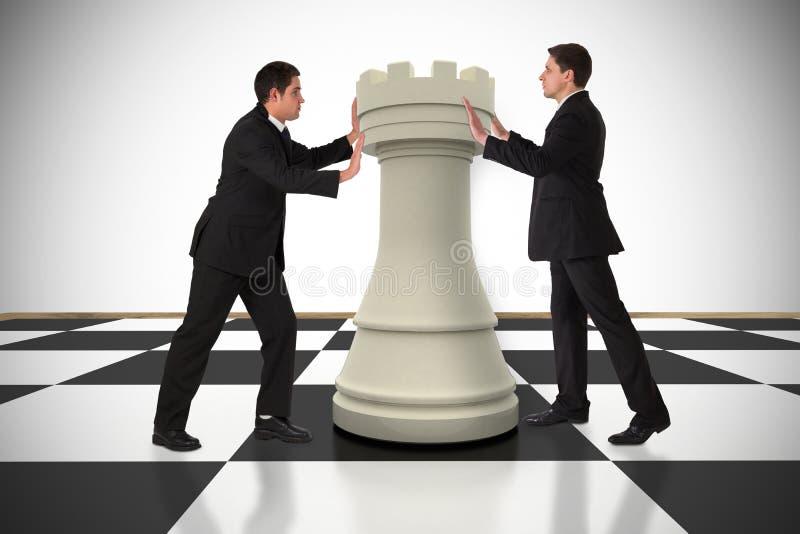 Złożony wizerunek ludzie biznesu pcha szachowego kawałek zdjęcia royalty free