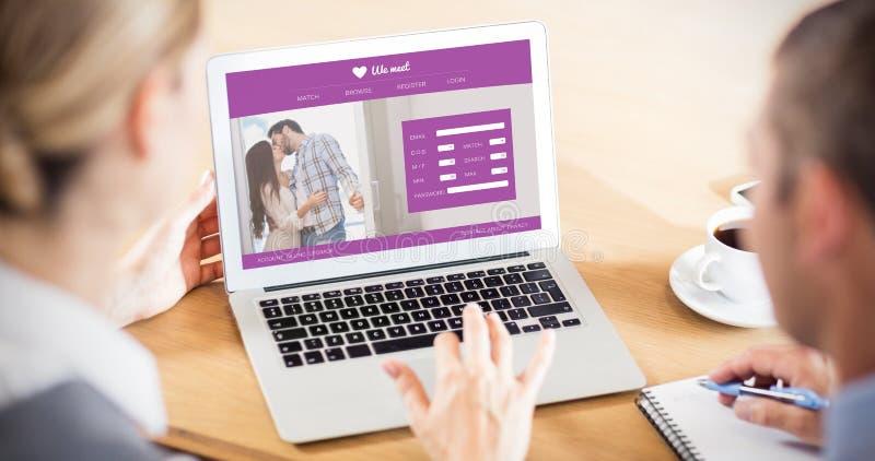 Złożony wizerunek online datuje app zdjęcia stock