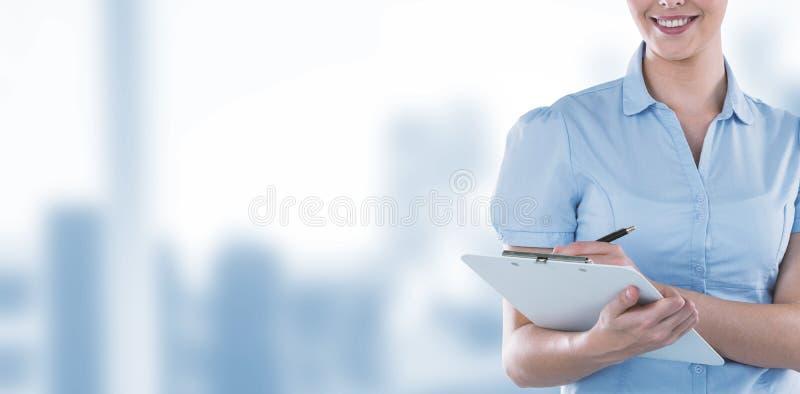 Złożony wizerunek piękny bizneswomanu writing na schowku fotografia stock