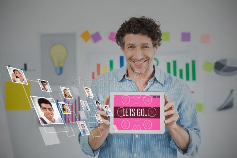 Złożony wizerunek pokazuje cyfrową pastylkę z pustym ekranem w kreatywnie biurze biznesmen zdjęcie stock