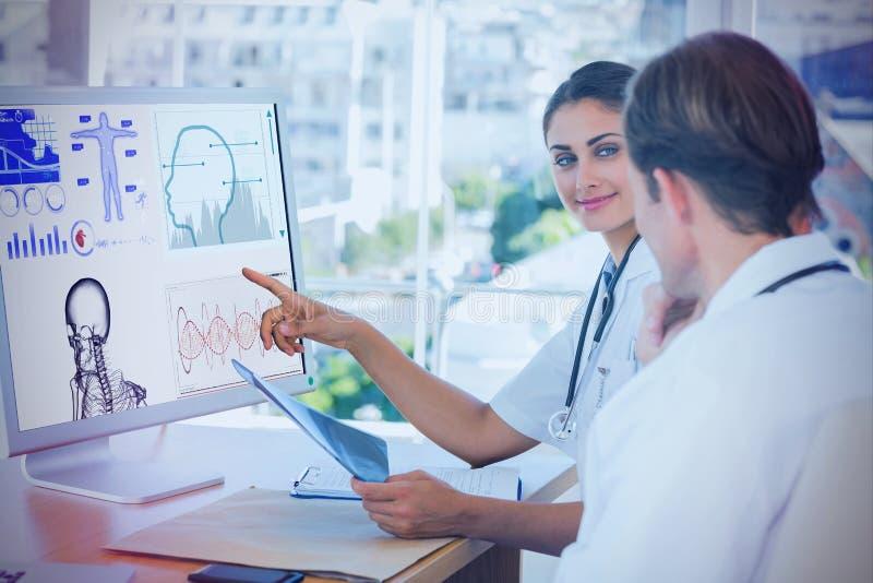 Złożony wizerunek pokazuje ekran komputer kolega lekarka royalty ilustracja