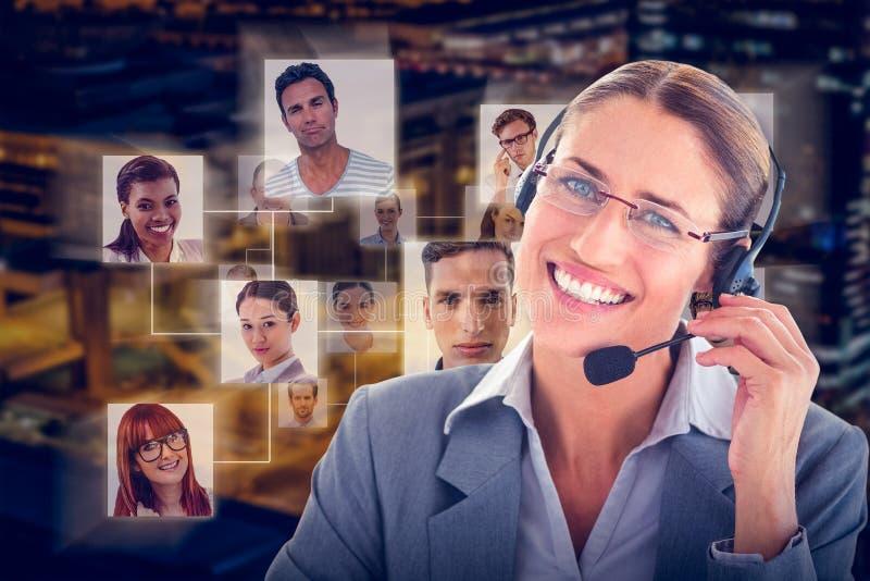 Złożony wizerunek portret centrum telefoniczne wykonawcza jest ubranym słuchawki zdjęcie royalty free