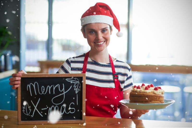 Złożony wizerunek portret kelnerki mienia łupek z wesoło mas znakiem tortem i obrazy stock