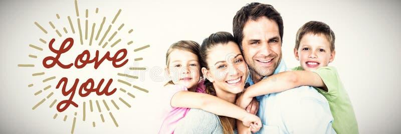 Złożony wizerunek portret ono uśmiecha się wychowywa dawać piggyback dzieci obraz stock