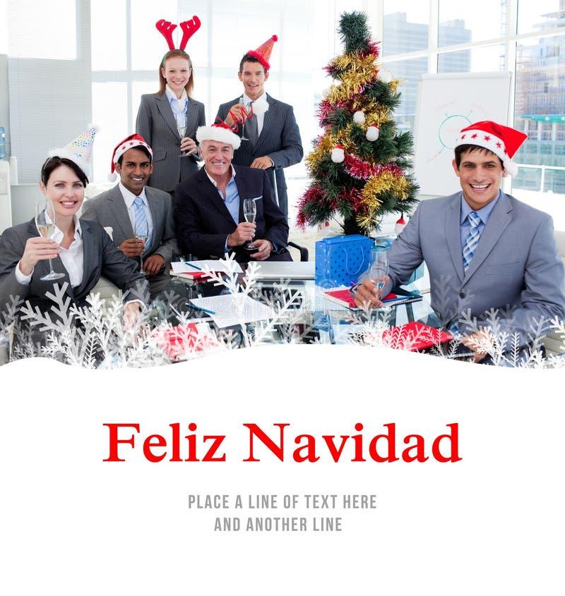 Złożony wizerunek portret szczęśliwego biznesu drużynowy wznosić toast z szampanem przy przyjęciem gwiazdkowym obraz royalty free