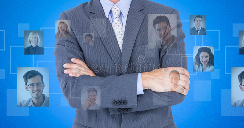 Złożony wizerunek portret uśmiechnięte biznesmen pozyci ręki krzyżować zdjęcia stock