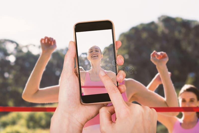 Złożony wizerunek ręki dotyka mądrze telefon zdjęcia royalty free