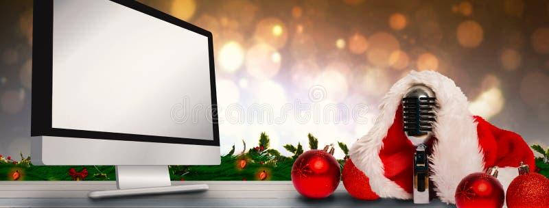 Złożony wizerunek rocznik mic z Santa kapeluszem zdjęcia stock