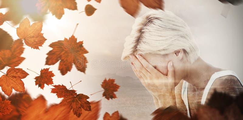 Złożony wizerunek smutny blondynki kobiety płacz z głową na rękach zdjęcie royalty free