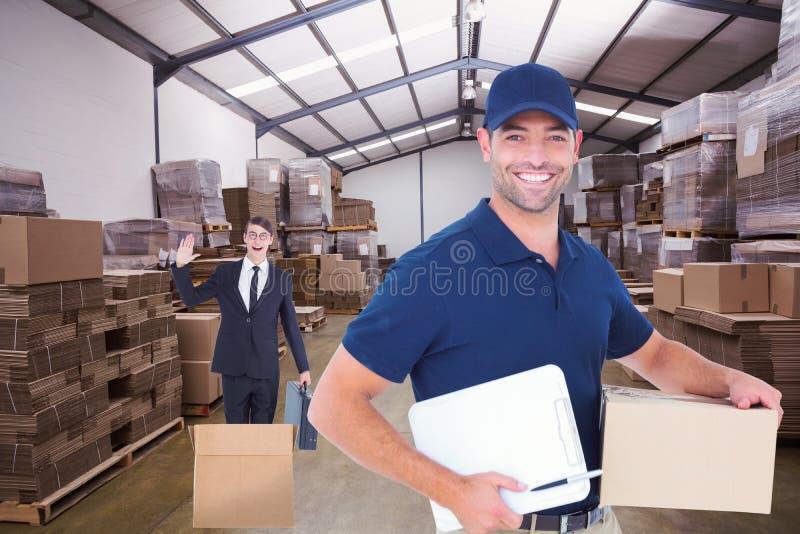 Złożony wizerunek szczęśliwy doręczeniowy mężczyzna z kartonem i schowkiem zdjęcia royalty free